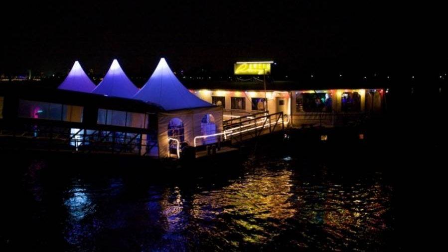 Schiff bei Nacht