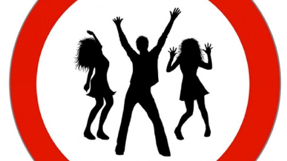 Verbotsschild mit tanzenden Menschen